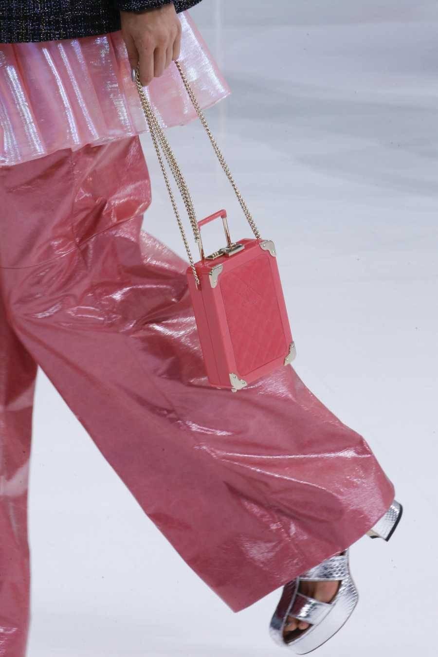 给分析下chanel高仿包包在哪里买价格一般多少钱