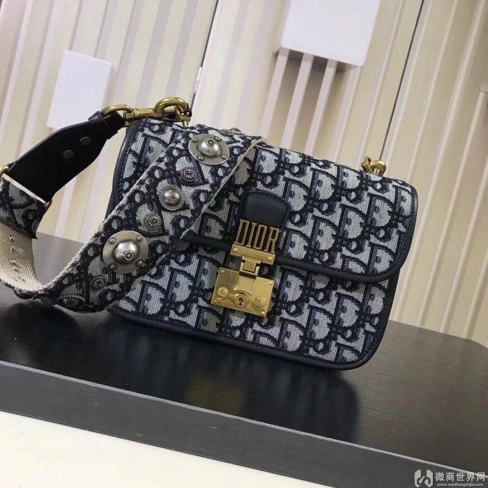 高仿迪奥DIOR包包,优雅的女士时尚奢侈品手袋