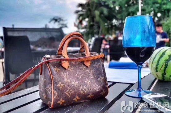 给大家透露下奢侈品原单包包是什么意思吧