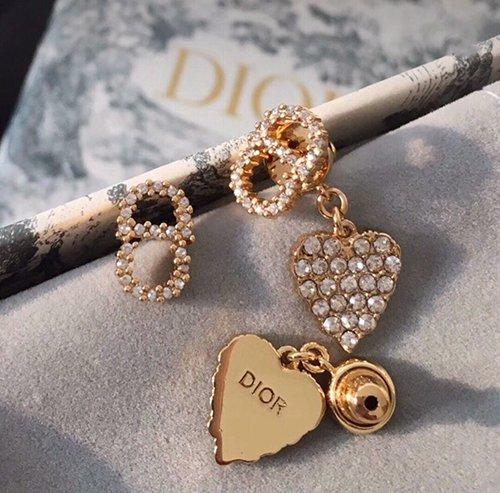 迪奥耳环代购级别,Dior耳钉原厂电镀厚金工艺